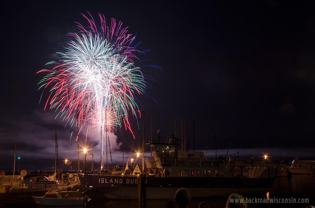 fireworks-island-queen